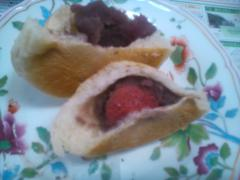 苺パン 2