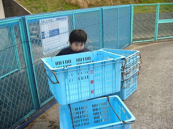 ゴミ籠のお手伝い