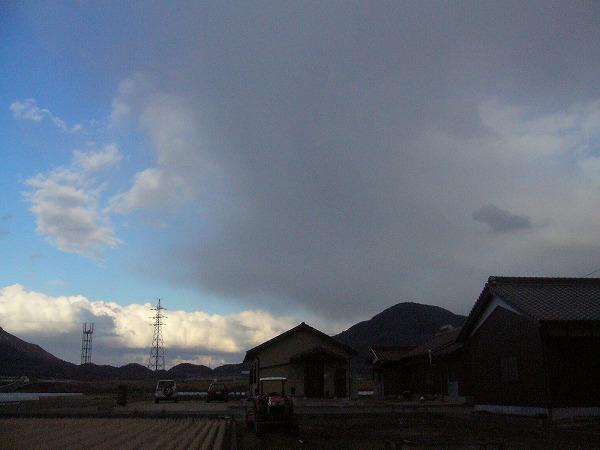 雪の雲どんどん