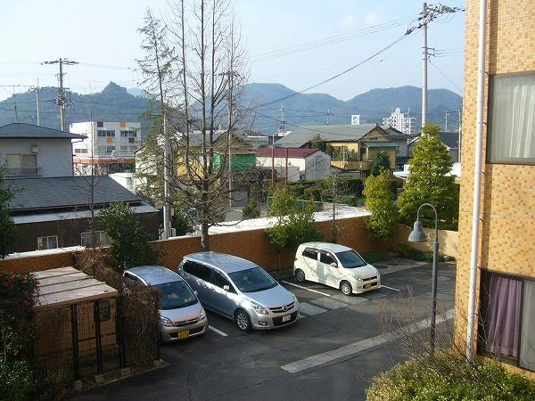 病院の窓から 駐車場南