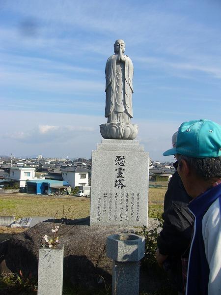 人柱の慰霊塔(地蔵菩薩)