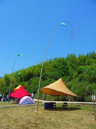 揺れるテント