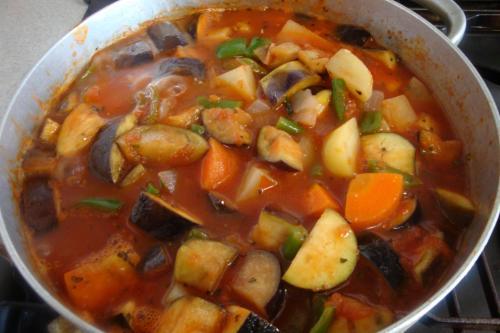 100124-020野菜のトマト煮込み途中(縮小)