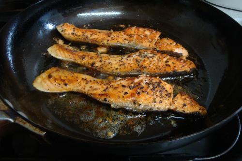 101210-010銀鮭のガーリックマーガリン焼き(縮小)