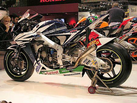 800px-Honda_RC212V_2007_Melandri.jpg