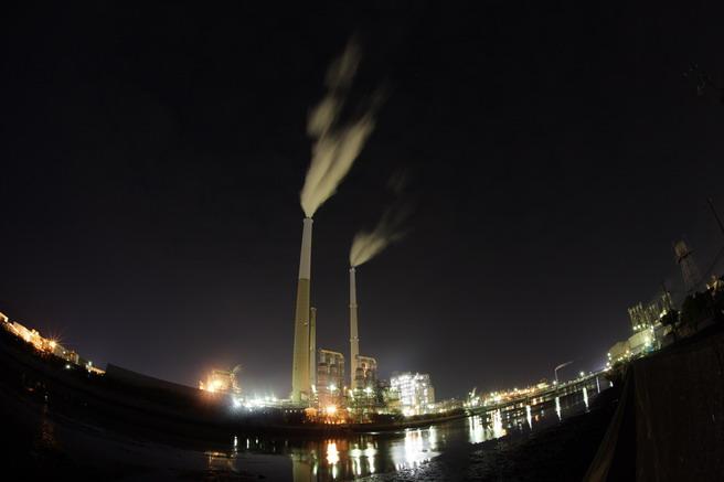 夜の煙突1