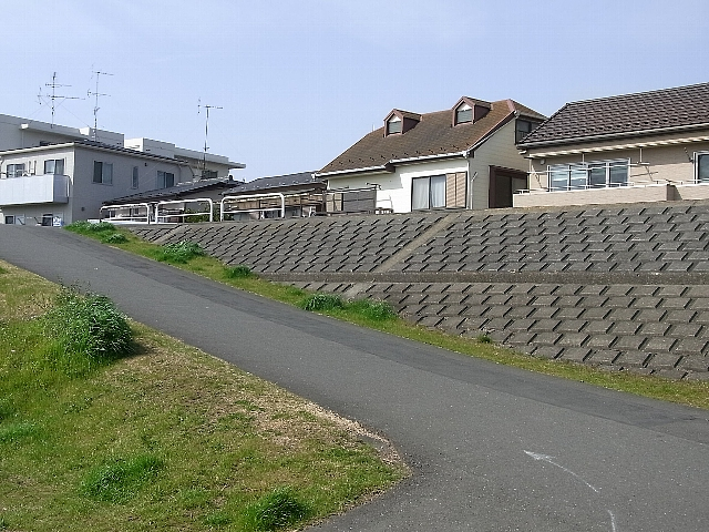 土手の家.jpg