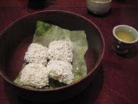 締めの伝統菓子とお茶