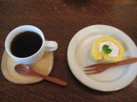 ロールケーキと珈琲