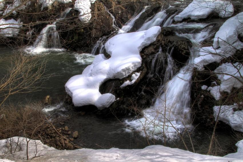 不動の滝 3月
