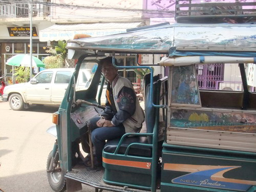 1- Lao Tuktuk 02