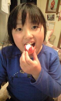 091106いちごアイス食べる実織