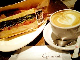 ig cafe チキン&ベーコンのセザム風味サンドウィッチ+カプチーノ