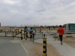 淀川河川敷はトイレと柵