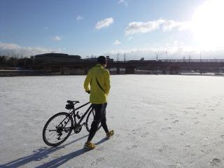雪と自転車と部長