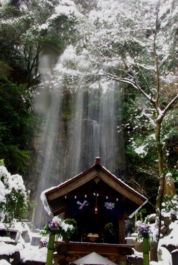 桃尾の滝落雪