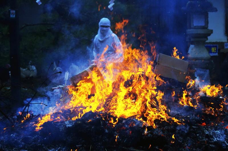石上 焼納祭 炎
