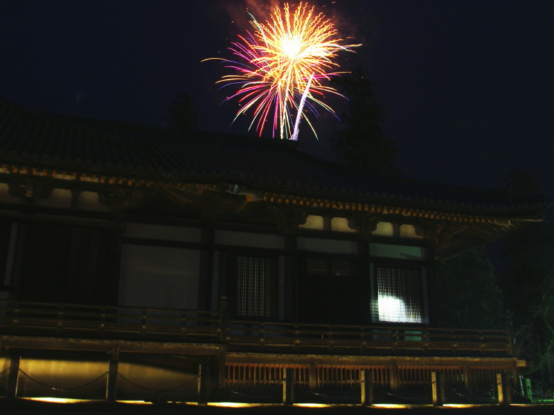 法華堂と花火
