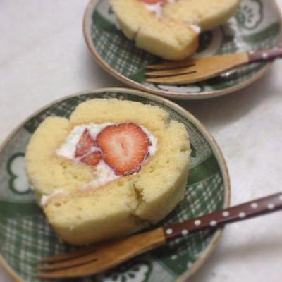 strawberry-rollcake200213fb.jpg