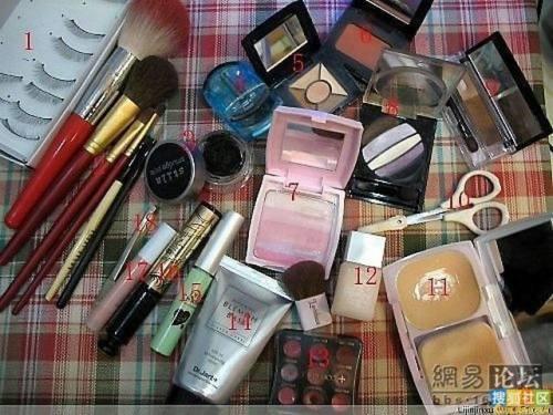 girl-makeup-trick-2.jpg