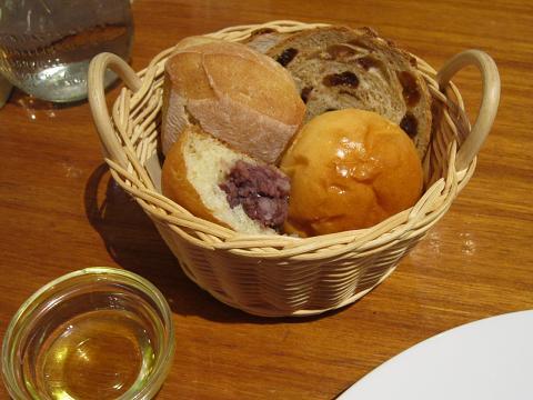 パン1杯目&オリーブオイル