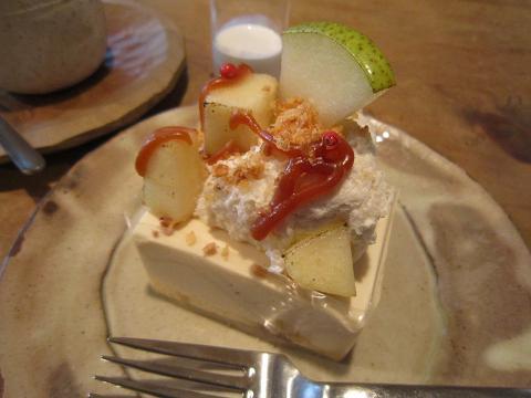 ラフランスのムースとレアチーズのケーキ