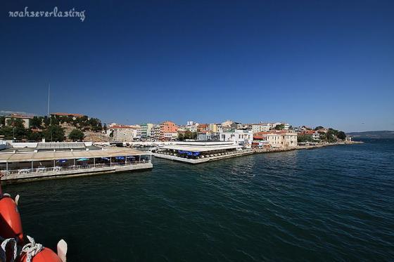 a port town_ferry_3