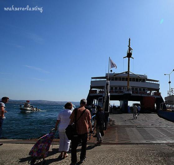 a port town_ferry_2