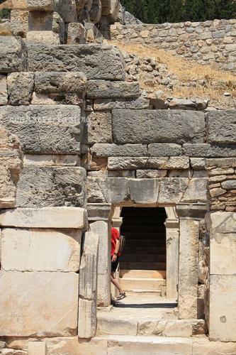 ruins_19.jpg