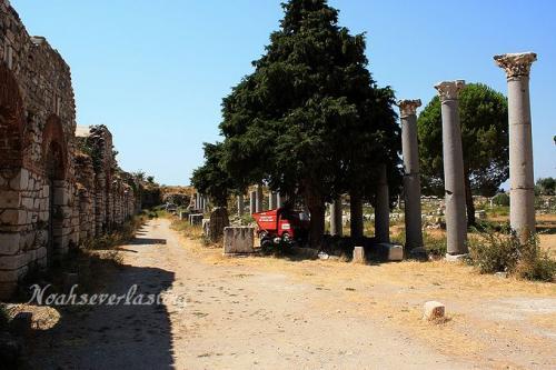 ruins_70.jpg