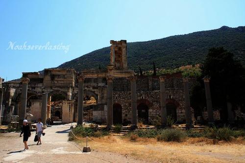 ruins_72.jpg
