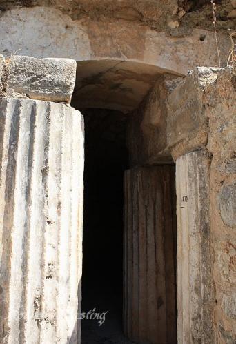 ruins_77.jpg