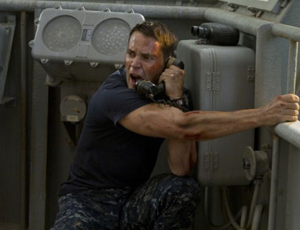 Battleship-Taylor-Kitsch-injured[1]
