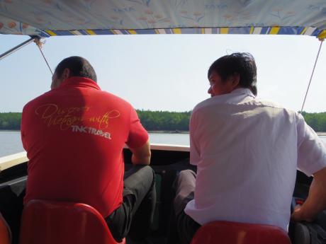 ホーチミンマングローブツアー行きのボート