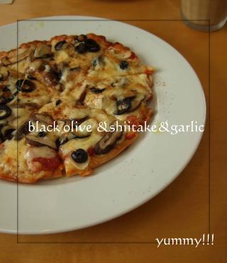 一押し☆ブラックオリーブと椎茸のガーリックピザ!!