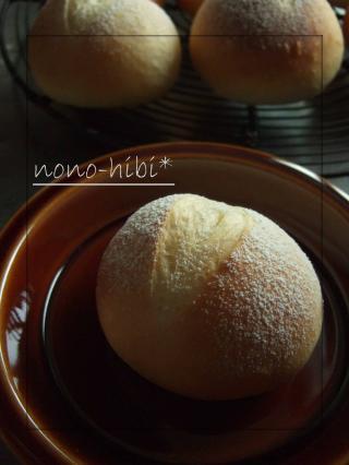 丸パンに粉雪
