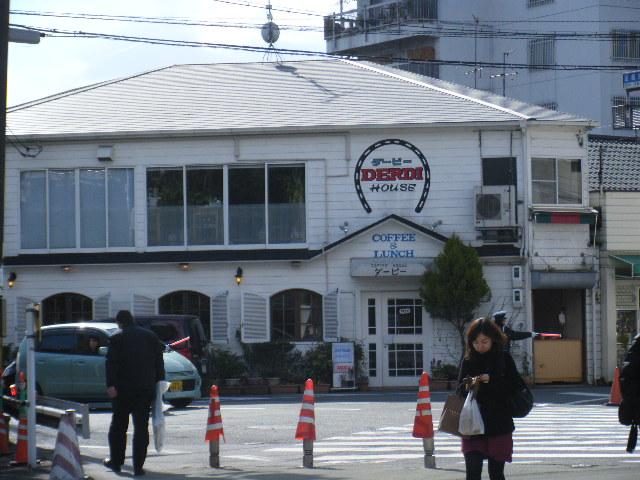 京都競馬場手前にある喫茶店ダービー