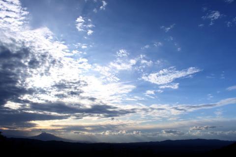 夕暮れの岩木山。
