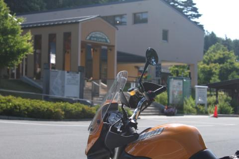 早朝の道の駅・小淵沢。誰もいない。