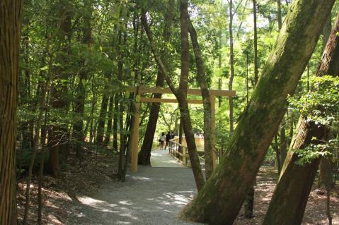 神楽殿の向かいにある風日祈宮橋