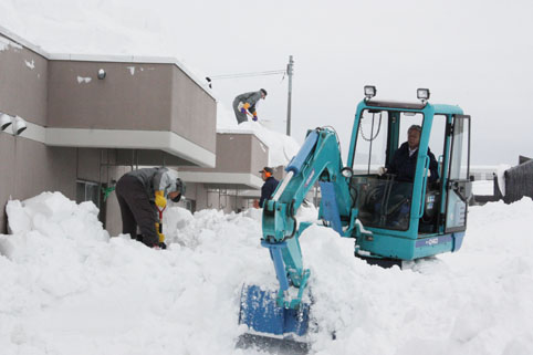 20130131沼田技能協会が除雪ボランティア
