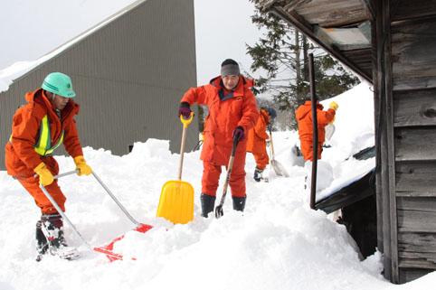 20130209宮脇大木建設㈱が除雪ボランティア