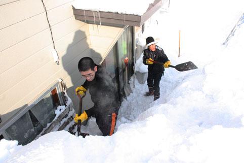 20130211沼田自衛隊が除雪ボランティア