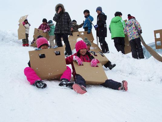 20130304子ども交流ひろばで雪遊び