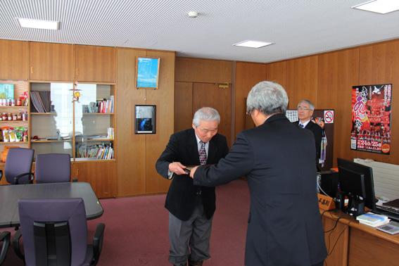 20130321元監査委員の山木一男氏に感謝状贈呈