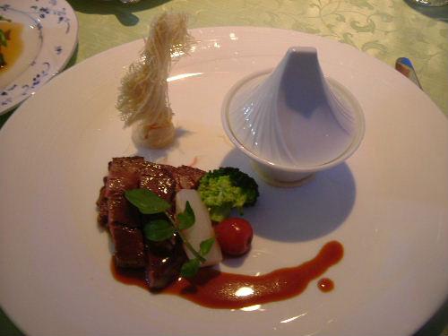 ひれステーキとほほ肉のシチュー
