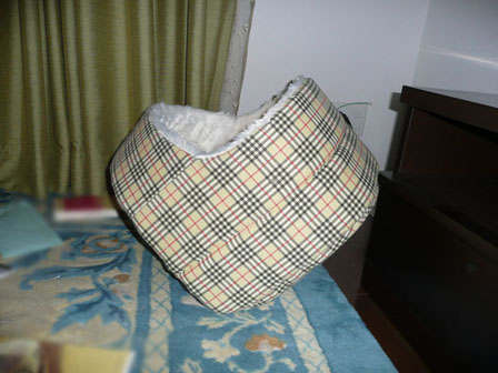 001傾くベッド