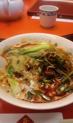 龍鳳閣の担々麺