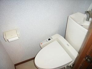 真川貸家トイレ