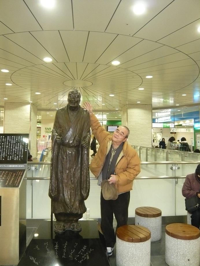 長岡駅にあった良寛さんの銅像